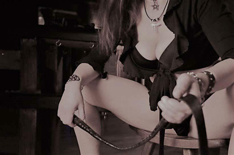 Madame_Kali_Peitsche.jpeg (2)